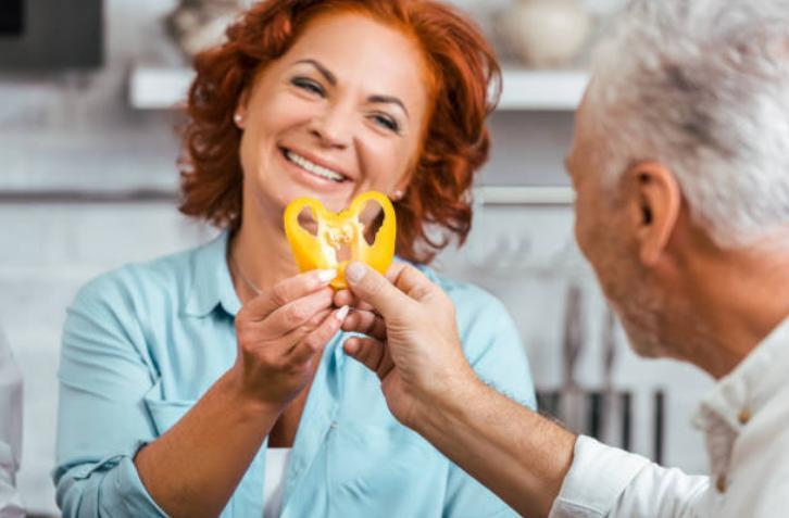 мъж и жена, жълта чушка