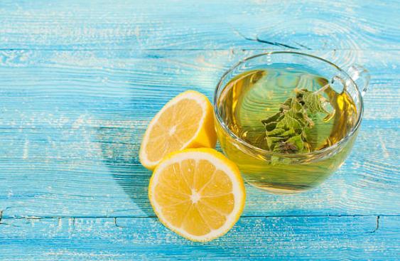зелен чай и лимон