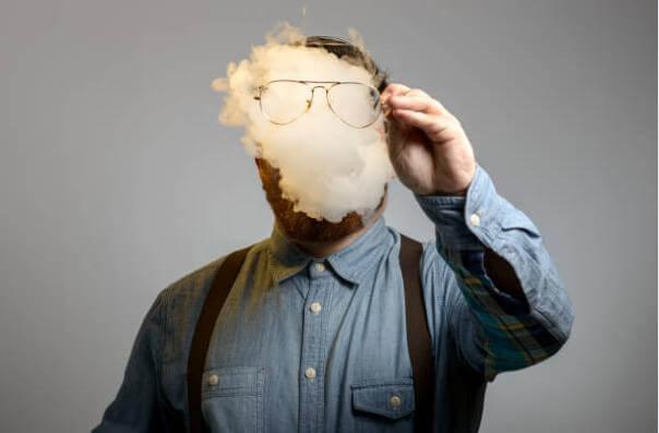 мъж, никотинов дим