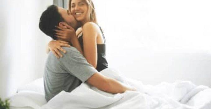 щастлива двойка в леглото