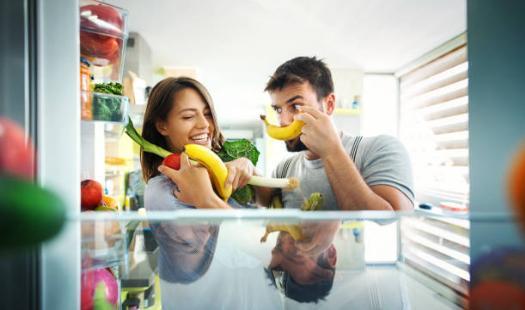 двойка, хладилник, плодове