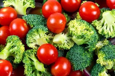 броколи, домати